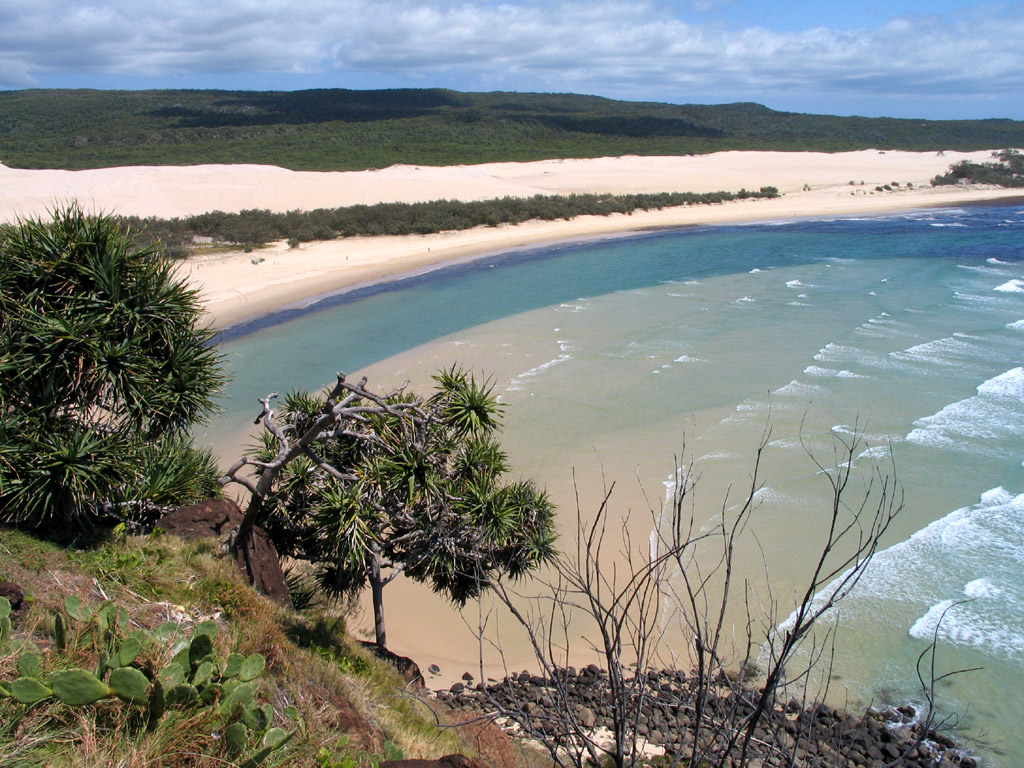 Fraser Island is a great destination if you are taking a cruise from Brisbane ... photo by CC user Lc95 on wikimedia commons (public domain)