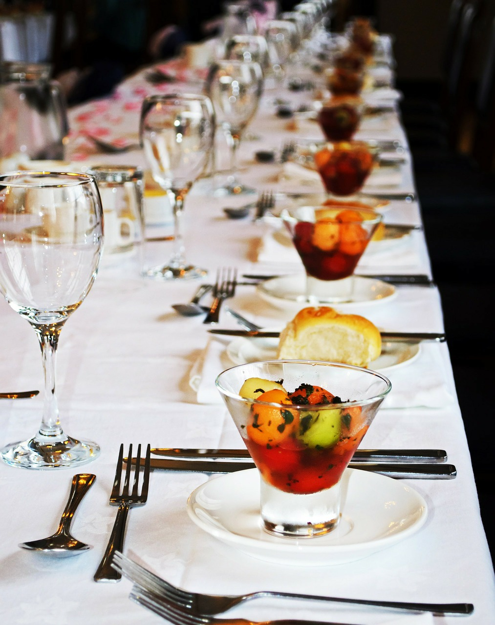 6 Tips for Luxury Wedding Food on a BudgetLand of Talk