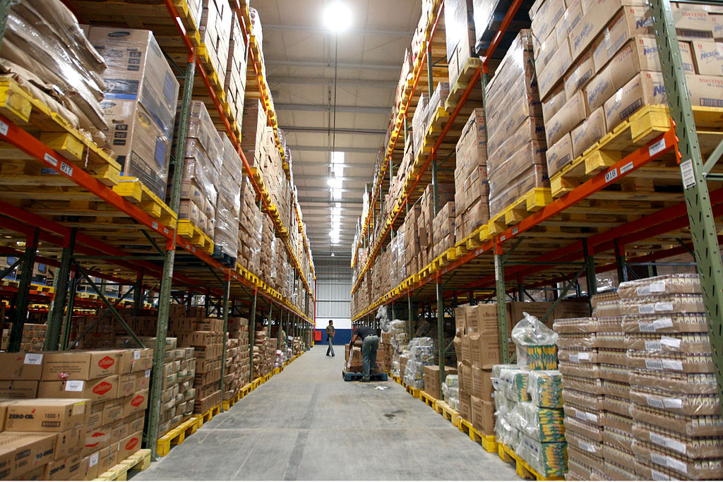 What Should Online Business Sell? Whatever it is, you can get it shipped from warehouses such as this one ... photo by CC user Secom Bahia on Flickr