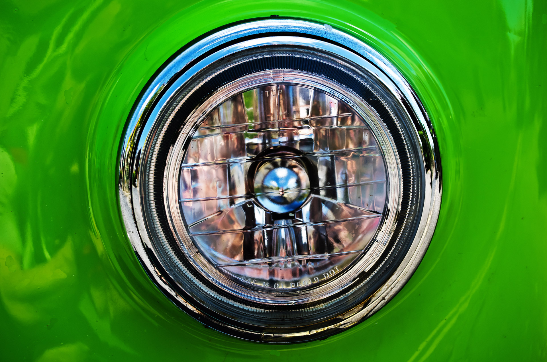headlight-from-the-car-1338461521TcO